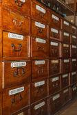 Boîtes en bois pour les médicaments dans la pharmacie ancienne — Photo