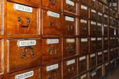 Holzkisten für medikamente in der alten apotheke — Stockfoto