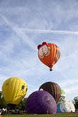 BARNEVELD, THE NETHERLANDS - 17 AUGUST 2012: Colorful Garfield and other air balloons taking off at international balloon festival Ballonfiesta in Barneveld on August 17 in Barneveld, The Netherlands — Stok fotoğraf
