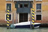 House entrance in Venice — Stock Photo