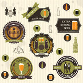 Pivní odznaky a popisky v retro stylu designu — Stock vektor