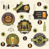 ビールのバッジとレトロなスタイルのデザインのラベル — ストックベクタ