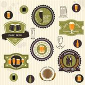 Insignes de la bière et des étiquettes dans le style vintage — Vecteur