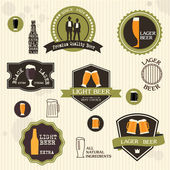 Beer badges and labels in vintage style design — Vector de stock
