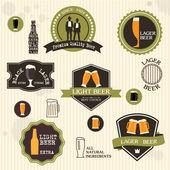 Bira rozetleri ve etiketler vintage tarzı tasarım — Stok Vektör