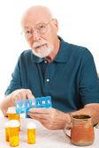 Starszy człowiek zapomniał wziąć lek — Zdjęcie stockowe
