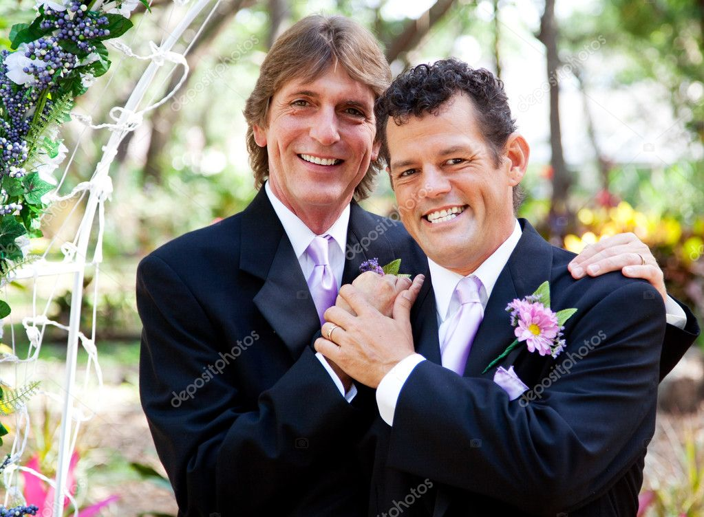 Wedding portrait of a very handsome gay couple. — Stock Photo #11870008