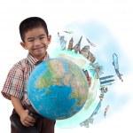 chlapec drží glóbus za sen cestovat po celém světě — Stock fotografie