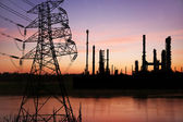 High voltage pose with petrochemical oil refinery plant — Stock Photo