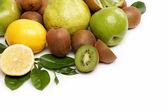Fruta fresca. kiwi y limón aislado sobre un fondo blanco. — Foto de Stock