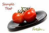 新鲜的西红柿上板,在白色背景上孤立. — 图库照片