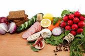 Zdrowej żywności. świeże warzywa i owoce na drewnianym stołem. — Zdjęcie stockowe
