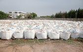 Gros sacs de sable pour la protection contre les inondations — Photo