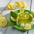 Foto Stock: Close-up of jelly with lemon and fresh mint