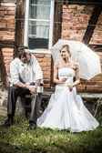 Young couple resting in front of vintage house — Stock Photo
