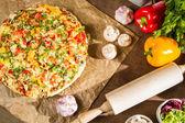 свежеиспеченные пиццы — Стоковое фото