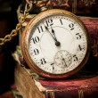Old pocket watch and books in Low-key - Foto de Stock