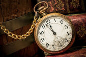 Old pocket watch and books in Low-key — Foto Stock