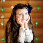 dziewczynka w oczekiwaniu na noc Bożego Narodzenia — Zdjęcie stockowe