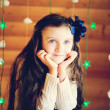 Little girl in anticipation of Christmas night — Stockfoto