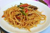 Stir-fried noodles, Chinese cuisine — Stock Photo