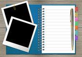 Abra o caderno com indicador e moldura foto — Fotografia Stock