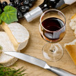 Red wine, Brie and Camembert cheeses with bread on the table — Stock Photo #10982351