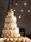 Wedding cake of cupcakes — Foto Stock