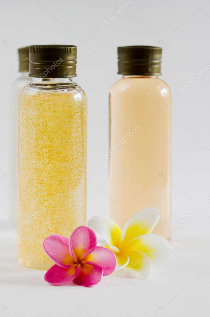 Three of bottle cosmetic products and  fresh plumeria . — Stock Photo #11797649