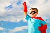 Dítě předstírá, že superhrdina — Stock fotografie