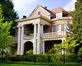 Historic Southern house with Greek revival architecture — Stock Photo