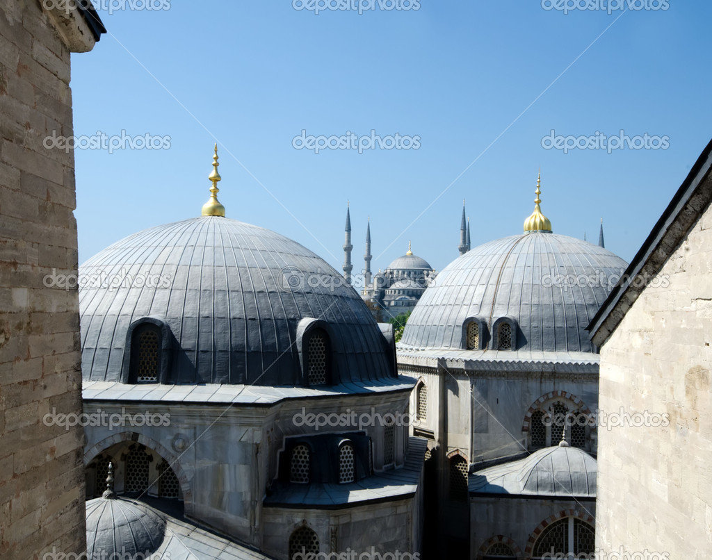 Hagia Sophia Museum and blue mosque — Stock Photo #12156519