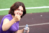 Beautiful Fitness Woman with Bottle of Water and Thumb Up — Stock Photo