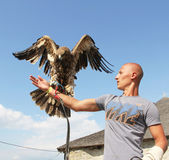 Man with eagle — Stock Photo