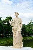 Oude marmeren beeld van vrouw — Stockfoto
