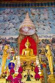 Buddha staty i dyrkan — Stockfoto