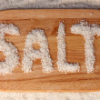 Sea salt on a cutting board close-up - Stockfoto