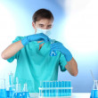 Scientist in the lab working with chemicals test-tubes — Stock Photo