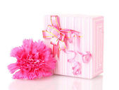 Beautirul pink gift and peony flower isolated on white — Foto de Stock