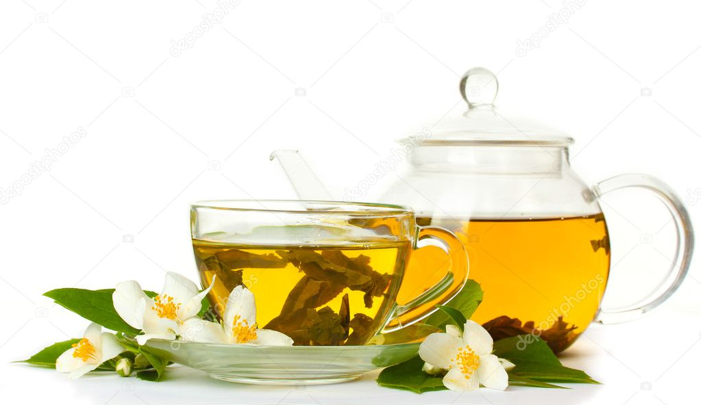 Green tea with jasmine in cup and teapot isolated on white — Stock Photo #10814695