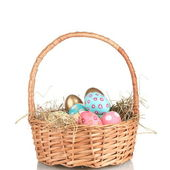 Ovos de páscoa coloridos no cesto isolado no branco — Foto Stock