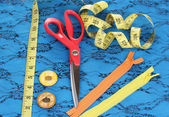Sewing accessories on fabric — Stock Photo