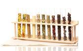Různé koření v trubky izolované na bílém — Stock fotografie