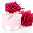 Beautirul pink gift and peony flowers isolated on white — Stock Photo #10987568