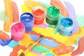 Frascos con colorido gouache sobre un primer plano brillante imagen — Foto de Stock