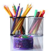 Titulares del colores para suministros de oficina con los aislados en blanco — Foto de Stock