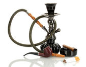 Ferramentas - um cachimbo, charuto, cigarro e cachimbo de fumar isolado no fundo branco — Foto Stock