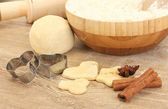 Cookie cutter with rolling pin on wooden table close-up — Stock Photo