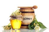 Tarro y barril con miel de tilo y flores aisladas en blanco — Foto de Stock