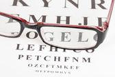 メガネのクローズ アップと視力テスト グラフ — ストック写真